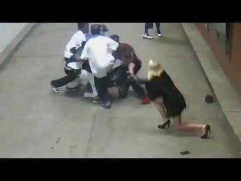 فتاة تواجه عصابة دفاعًا عن صديقها