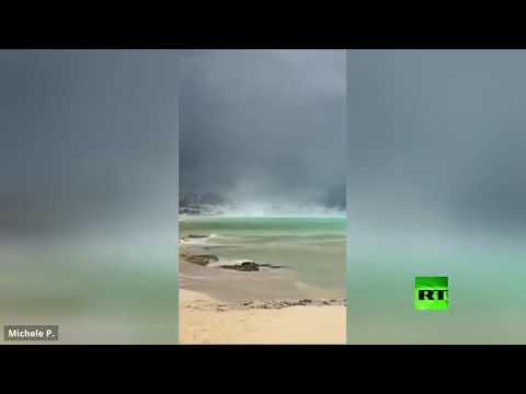 شاهد ظهور مفاجئ لعمود ضخم من الرمال قرب شاطئ بيسكولوس في إيطاليا
