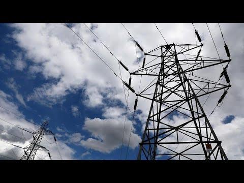 شاهد انقطاع التيار الكهربائي عن منازل ووسائل النقل في أجزاء كبيرة من بريطانيا