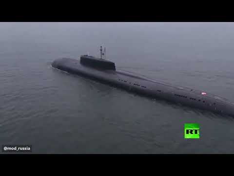 شاهد غواصة نووية روسية تدمر هدفًا على بعد 350 كيلومترًا