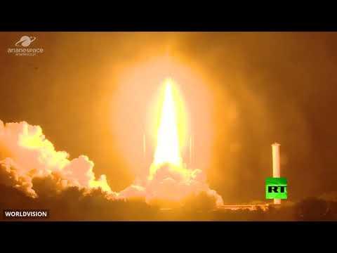 لحظة إطلاق القمر الصناعي المصري الأول للاتصالات طيبة1