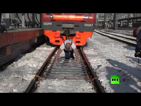 صاحب الأرقام القياسية في رسيا يجر قطارا يزن 200 طن
