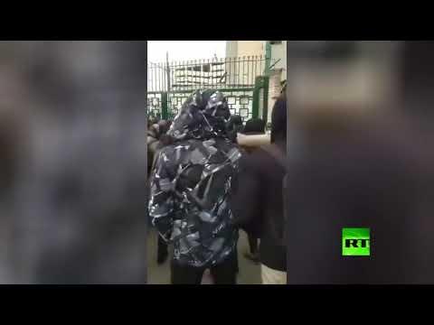 شاهد الطلاب الإيرانيون يحتجون داخل حرم جامعة طهران