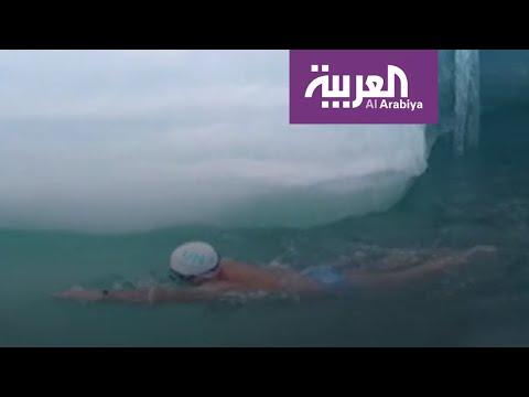 شاهد بريطاني عجيب يتحمل السباحة في درجة حرارة صفر