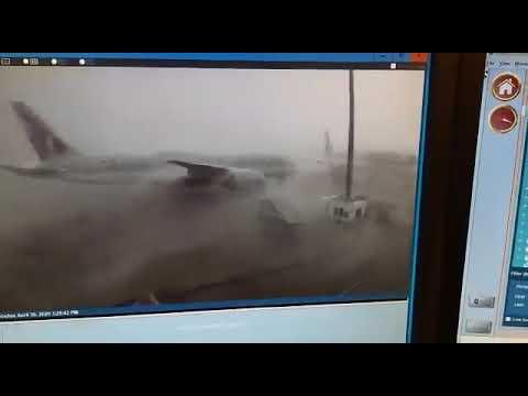 شاهد لحظة تصادم طائرتين قطريتين في مطار حمد الدولي