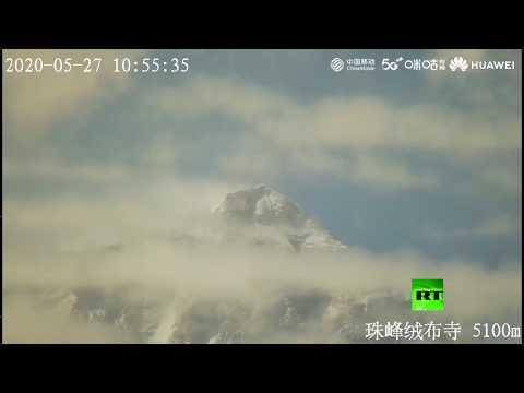 شاهد فريق صيني يصل أعلى قمة في العالم لإعادة قياس ارتفاعها