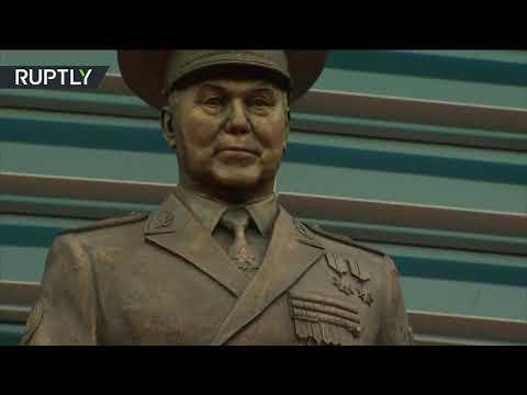 شاهد افتتاح تمثال لأول رئيس كازاخستان نور سلطان نزاباييف