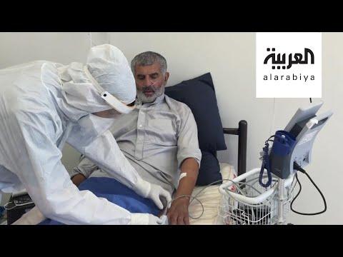 شاهد طبيب فلسطيني يداوي والده من فيروس كورونا