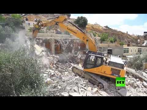 شاهد جرافات إسرائيلية بهدم 3 منازل في حي سلوان جنوب المسجد الأقصى