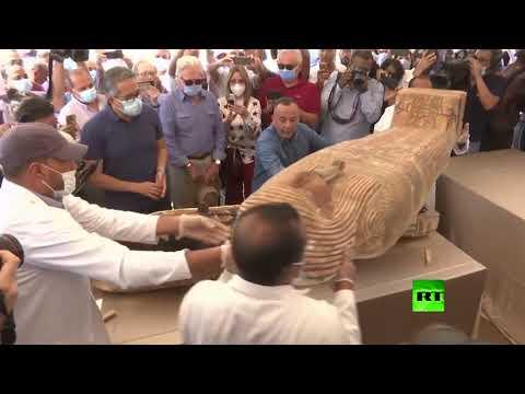 شاهد الكشف عن 59 تابوتًا خشبيًا مغلقًا داخل آبار للدفن في مصر