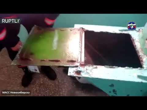 شاهد إنقاذ شاب علق في أنبوب رمي القمامة في نوفوسيبيرسك الروسية