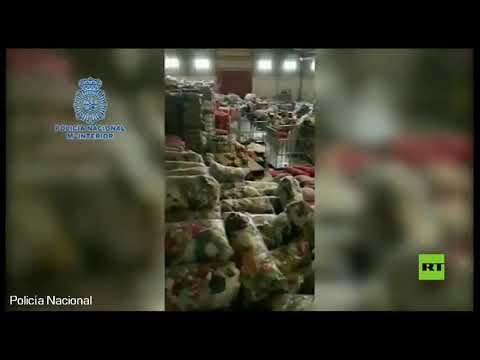 شاهد الشرطة الإسبانية تعتقل 3 أشخاص بعد العثور على 21 مهاجرًا يعملون لديهم بالسخرة